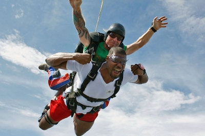 Andrew Bynum of the L.A. Lakers enjoys freefall at Skydive Spaceland.